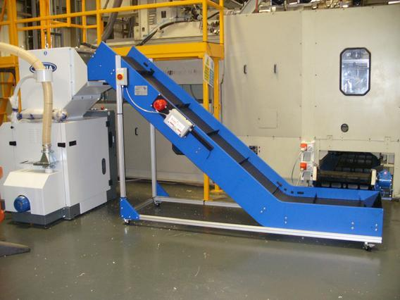 Conveyor with plate metal detector